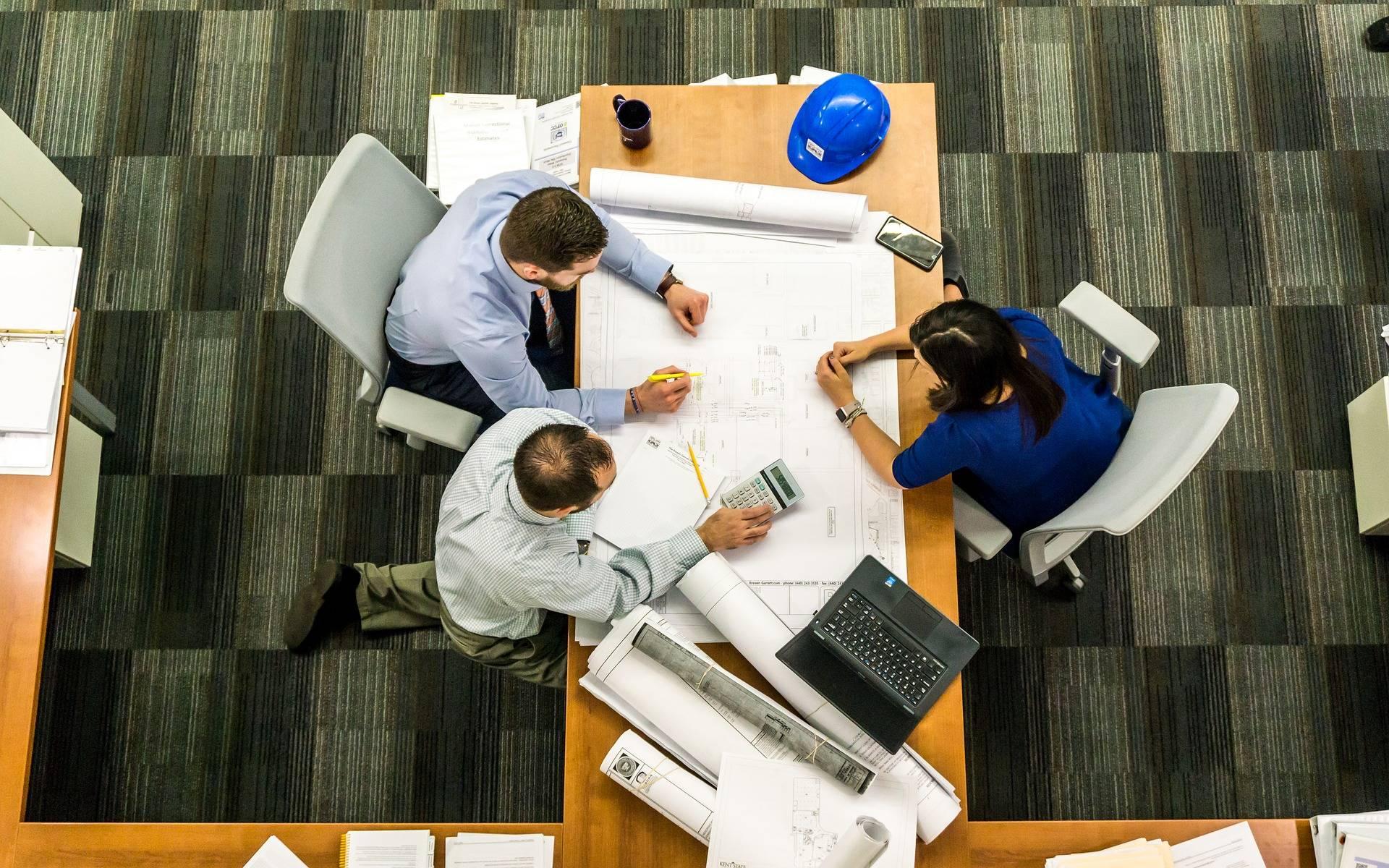 A AGENDA URBANA tem vindo a crescer de uma forma sustentada, procurando disponibilizar cada vez mais serviços no âmbito da sua missão estratégica dedicada aos estudos, projetos e consultoria na área do território, da habitação e reabilitação urbana, assim como ao apoio à gestão de entidades públicas e privadas.