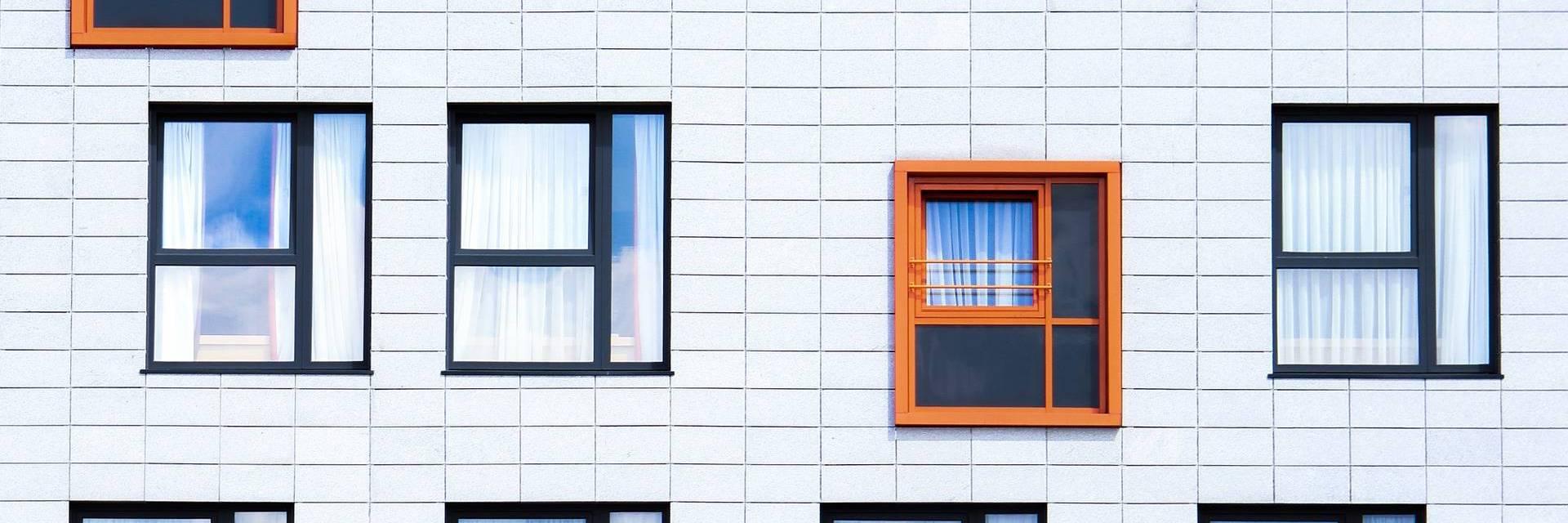 """No âmbito da """"Nova Geração de Políticas de Habitação"""", os Municípios devem elaborar as suas Estratégias Locais de Habitação como condição para submeter as suas candidaturas aos diversos instrumentos de financiamento disponíveis, nomeadamente, ao programa 1º Direito - Programa de Apoio ao Acesso à Habitação."""